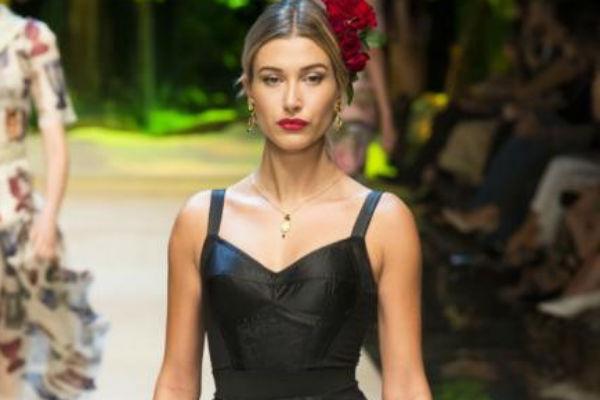 Практически в каждой коллекции Dolce&Gabbana используется элемент бюстье