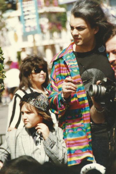 Михаил с Филиппом в Лос-Анджелесе в Диснейлэнде. Март 1998 год.