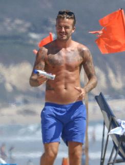 На пляж Дэвид не выходит без солнцезащитного средства