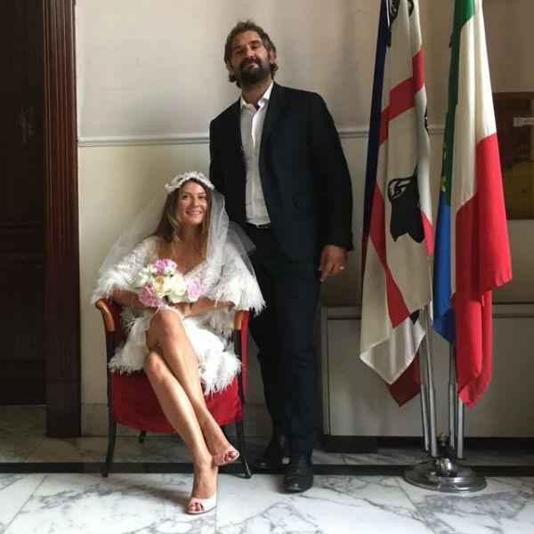 Жанна вышла замуж за Василия в прошлом году