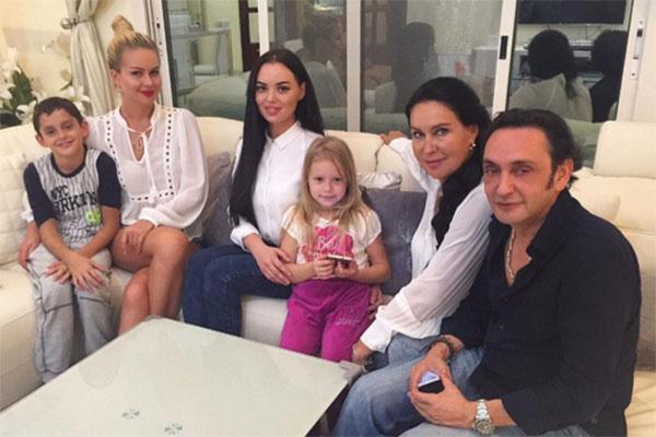 Марина Африкантова и ее мама сдружились с Татьяной Киосей и ее новым мужчиной