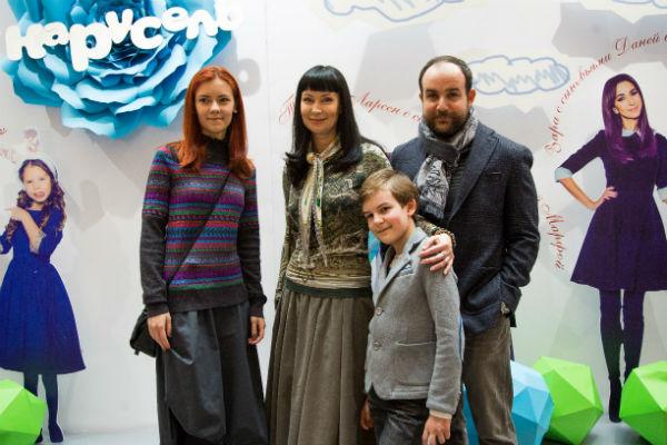 Нонна Гришаева с семьей на празднике канала «Карусель»