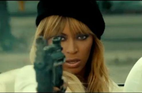 Бейонсе уверенно орудует огнестрельным оружием