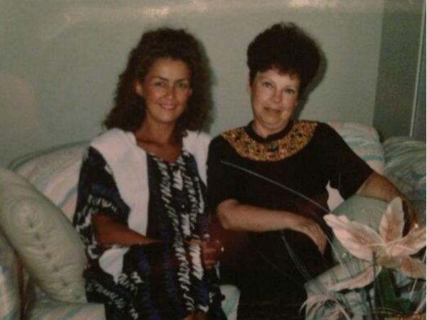 Слева направо: первая жена Игоря Елена и мама Наташи Людмила Ивановна Порывай