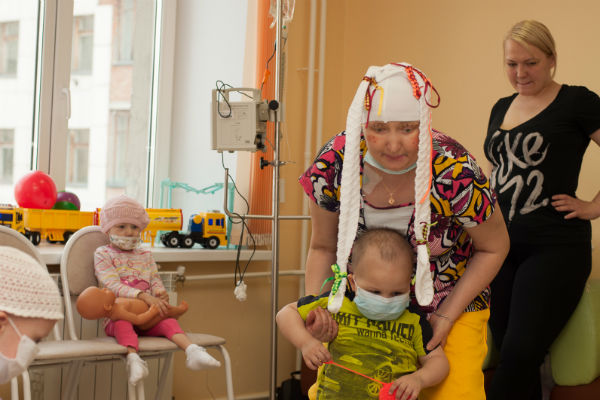 Марина Мырина лучше кого бы то ни было знает, как больным малышам нужна надежда