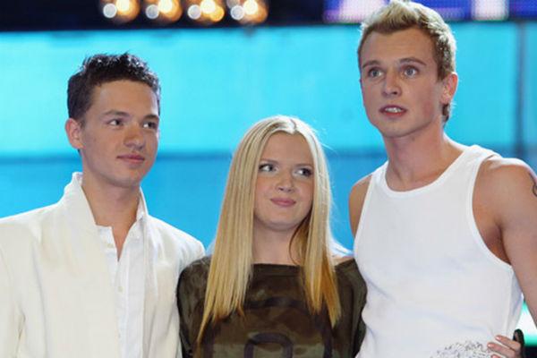 На «Фабрике звезд» Юлия заняла третье место, Александр Киреев (слева) - второе, а Никита Малинин (справа) стал победителем. 2003 год