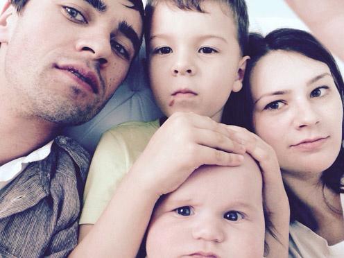 Детей Вадима  Алена теперь  растит одна