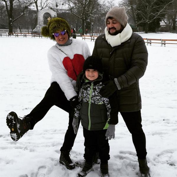 Анна Нетребко, ее сын Тьяго и муж Юсиф Эйвазов отлично провели время на каникулах, гуляя по заснеженным паркам Вены