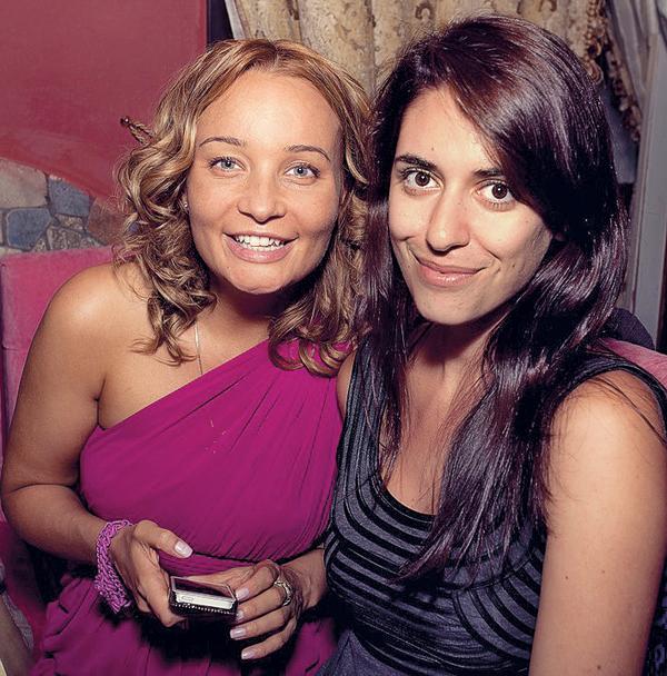 Жены актеров Анастасия Леонова (слева) и Ольга Соколова неразлучны