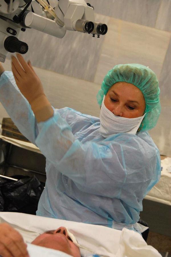 В Центре имени своего отца Ирина проводит еженедельные операции
