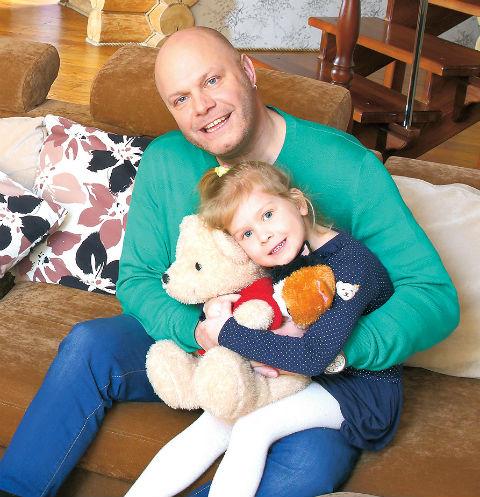 Алексей Кортнев с шестилетней дочерью Аксиньей