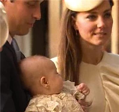 Малыш Георг на руках у папы и рядом с элегантной мамой