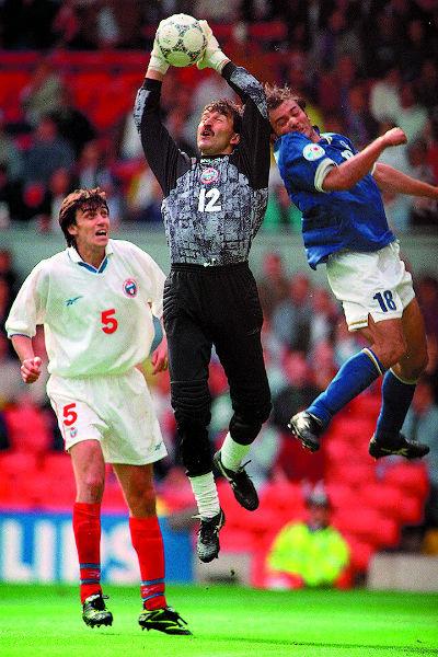 За профессиональную карьеру он успел поучаствовать в двух чемпионатах мира и двух чемпионатах Европы. Ливерпуль, 11 июня 1996 года