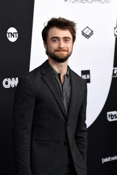 Актер живет в Великобритании, но часто работает в США