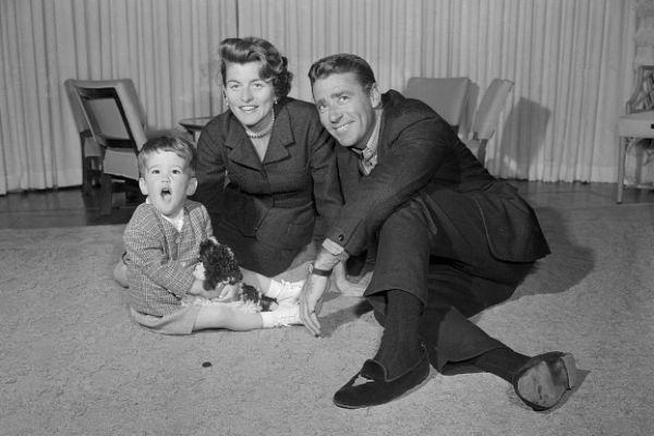 Кристофер с родителями, Патрицией Кеннеди и Питером Лоуфордом, 1957 год