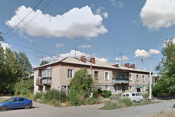 В этом доме, на окраине Металлургического района Челябинска, живет 95-летний двоюродный дед Максима Андрей Брейтенбьюхер