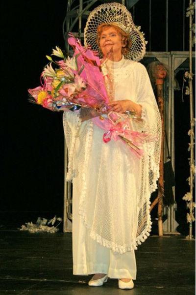 С 1970 года Высоцкая служила в Нижнетагильском драматическом театре