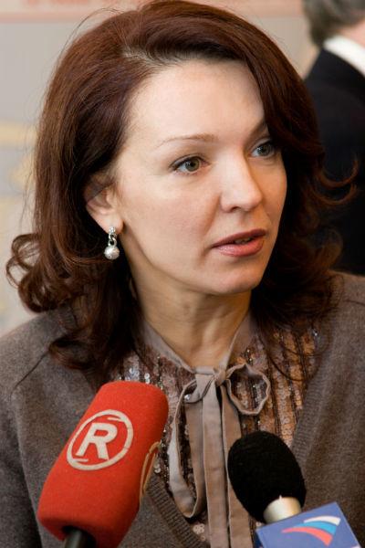 Лариса Белоброва не комментирует слухи о любовнице мужа