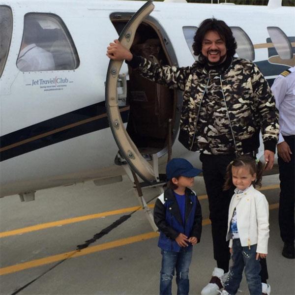 Филипп Киркоров старается не расставаться со своими детьми и часто берет их в поездки