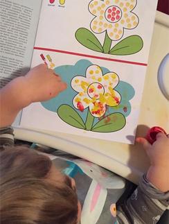 Годовалый Иван обожает лепить из пластилина и рисовать