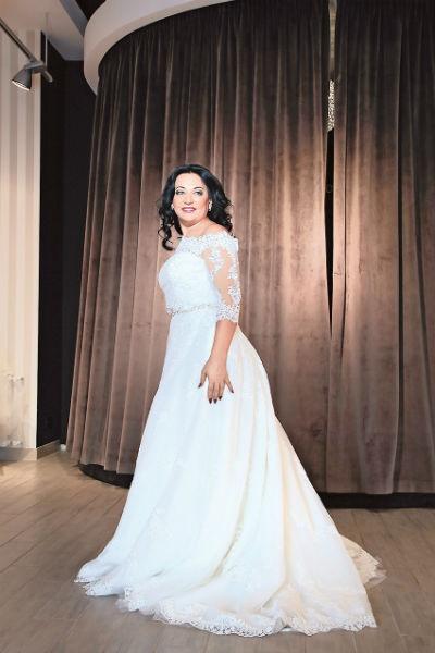 На свадьбе настояли дети Фатимы, они проследили, чтобы мама выбрала красивое платье
