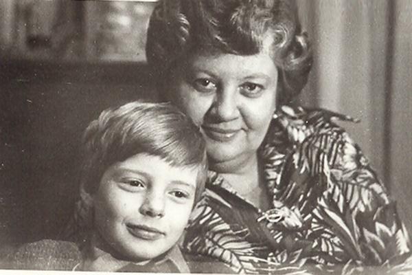 Андрей был единственным и любимым сыном, 1975 год