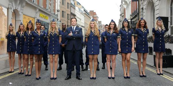 Актер отлично чувствует себя в окружении сексуальных девушек