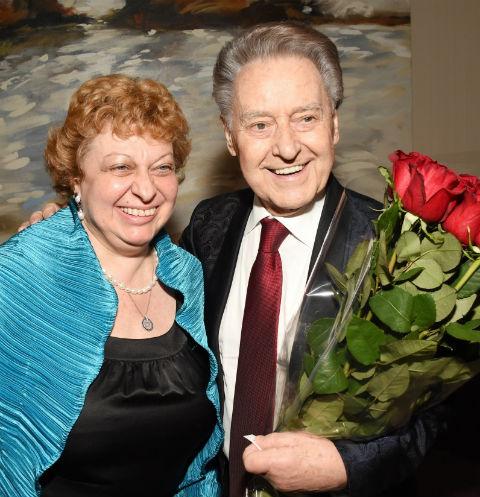 «Он мне помогает»: вдова Андрея Дементьева не может смириться с его смертью