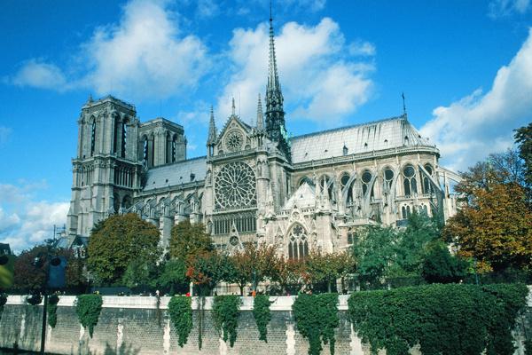 Таким собор Парижской Богоматери запомнили местные жители и туристы