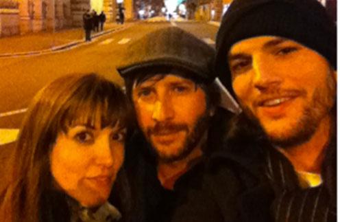 Эштон Катчер выложил в Twitter фотографию с Лорен Скафариа в Риме
