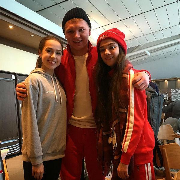 Спортсмен успел подружиться с российскими фигуристками