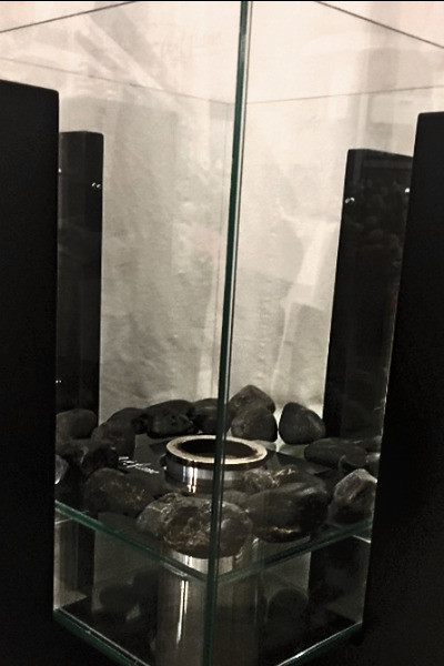 Александр перевезет камин в новую квартиру