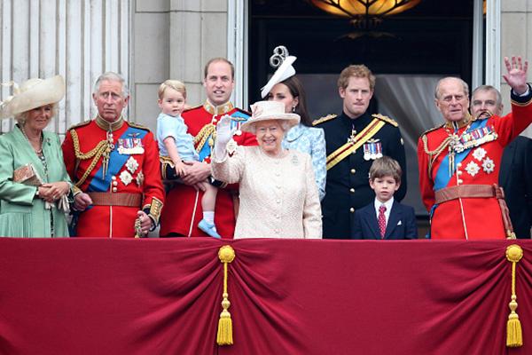 Британцы надеются, что королева совсем скоро сможет их поприветствовать со знаменитого балкона