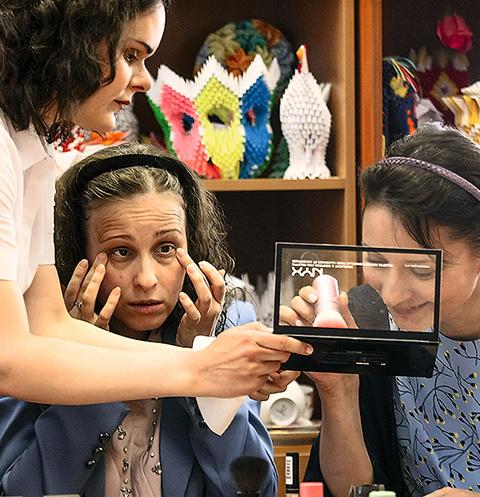 Ученицы говорят, что умение делать макияж придает им уверенности в своих силах