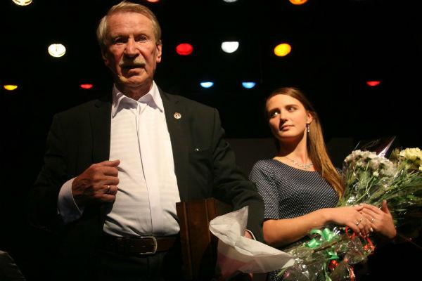 Иван Иванович рад, что рядом с ним молодая жена