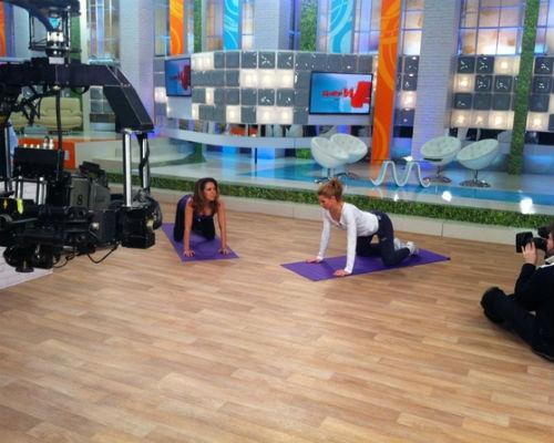 Карина делает упражнения на записи программы «Доктор И»