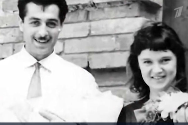 Людмила Гурченко и Борис Андроникашвили с дочерью Марией на руках