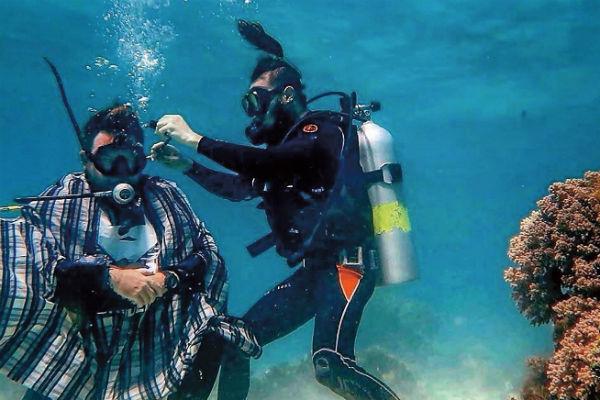 Чтобы закончить стрижку под водой, не хватило трех минут