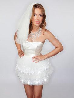 Кадр из фотосессии «СтарХита», на которой Ксения примерила свадебное платье