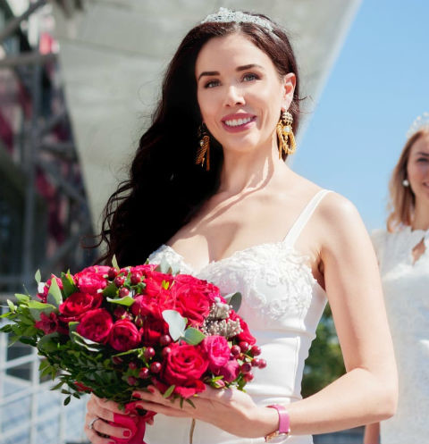 Полина Диброва вручила корону «Миссис Россия-2018» девушке из Твери