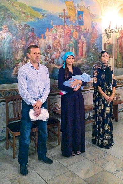 Крестными малыша стали друзья семьи – Владимир и Ирэн