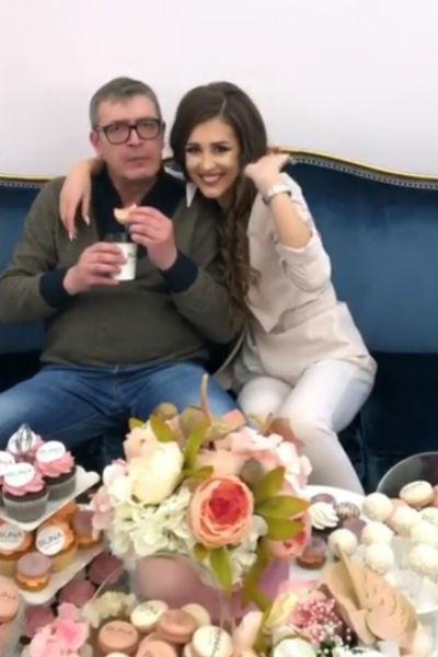 Анна Бузова с отцом на праздничном фуршете