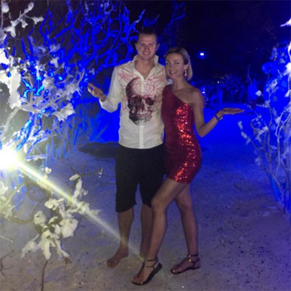 Год Красной Обезьяны Ольга встречала, как и положено, в платье соответствующего цвета