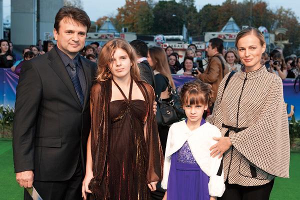 Тимур и Елена Кизяковы рады, что старшая дочь Елена пошла по их стопам