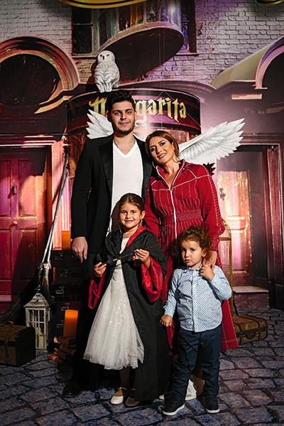 Певица со старшим сыном Мишей, младшим Мироном и дочкой Маргаритой на ее дне рождения