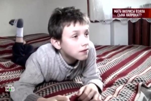 Мальчик комфортно себя чувствует в доме у родной тети