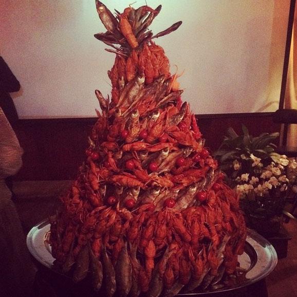 «Чудо торт, сделанный в подарок Диме, это что-то нечто! Спасибо за креатив», - прокомментировала фото Полина Диброва.