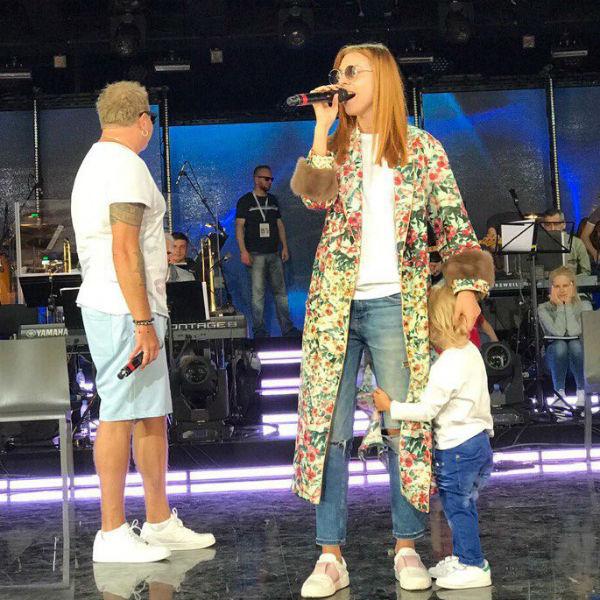 Артемий пел вместе с мамой