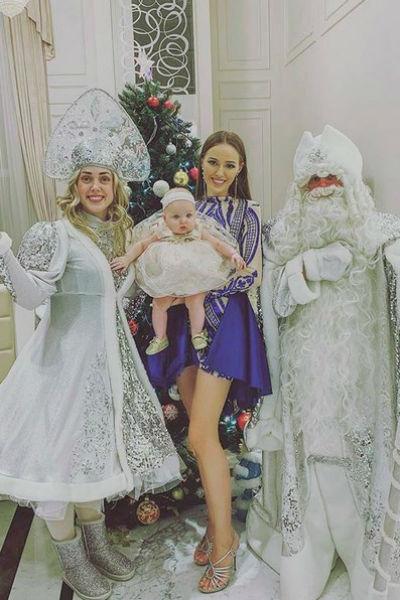 Костенко отметила Новый год и на Мальдивах, и в Москве
