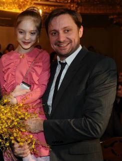 Наташа с папаой Артемом Михалковым